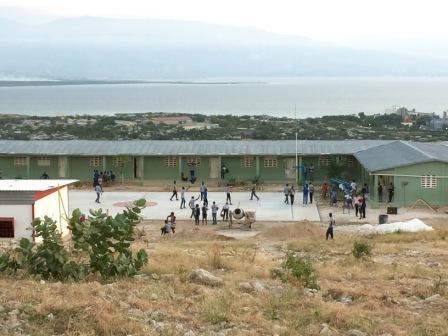 ecole primaire et bibliothèque et vue sur la mer